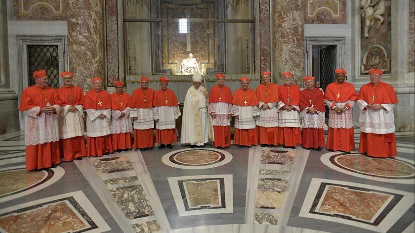 O Papa com os novos cardeais. Foto: EPA