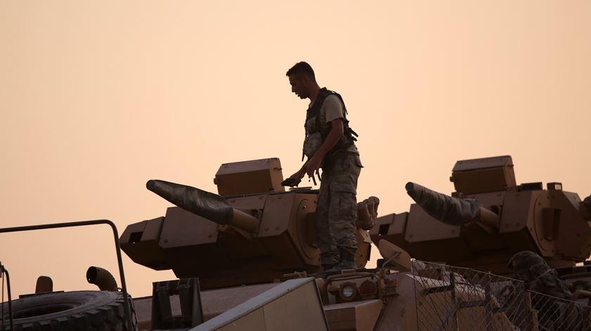 Forças Turcas invadiram o nordeste da Síria. Porquê? Até quando? Foto: EPA