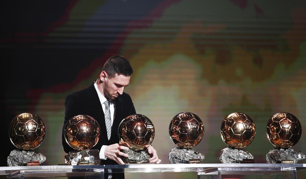 Messi e as seis Bolas de Ouro. Foto: Yoan Valat/EPA