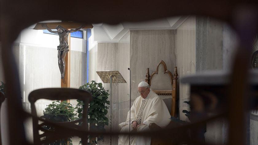Há mais um caso confirmado, assintomático e agora em isolamento. Foto: Vatican Media/EPA