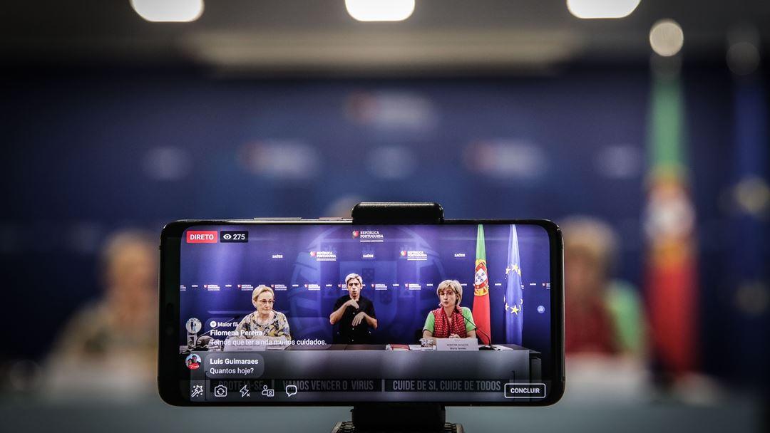 Até esta semana, a Direção-Geral da Saúde e o Ministério da Saúde fizeram a atualização dos números e informações sobre a pandemia numa conferência de imprensa diária, em que muitos jornalistas participaram por video-conferência. Foto: Mário Cruz/Lusa