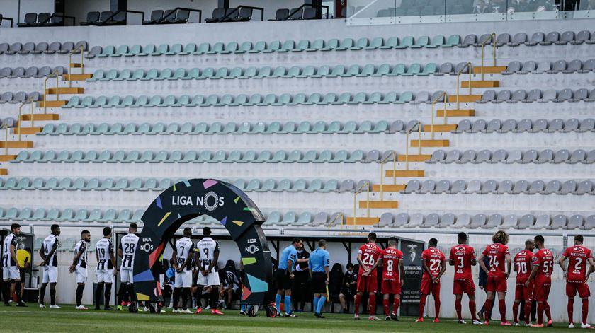 A I Liga regressou em junho de 2020 sem público, com máscaras e distanciamento social. Foto: Luís Forra/ Lusa