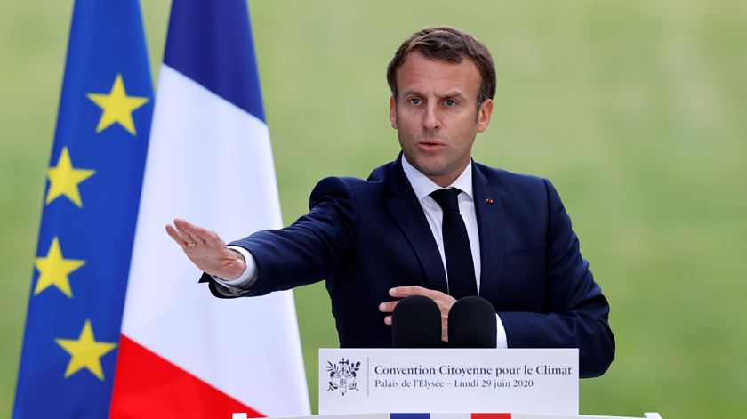 Macron diz que não cede perante as ameaças de terroristas. Foto: Christian Hartmann/EPA