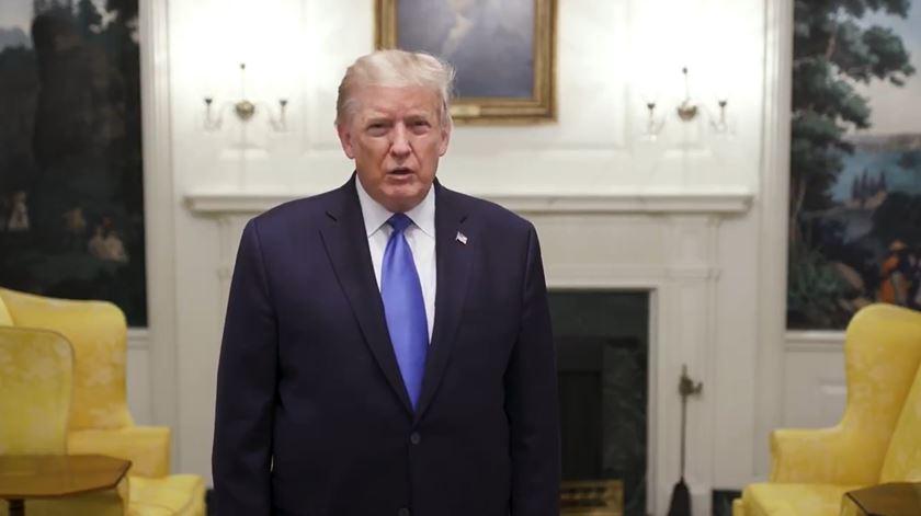 """Pouco depois de anunciada a sua hospitalização, Trump surge em vídeo no Twitter a dizer: """"acho que estou muito bem"""""""