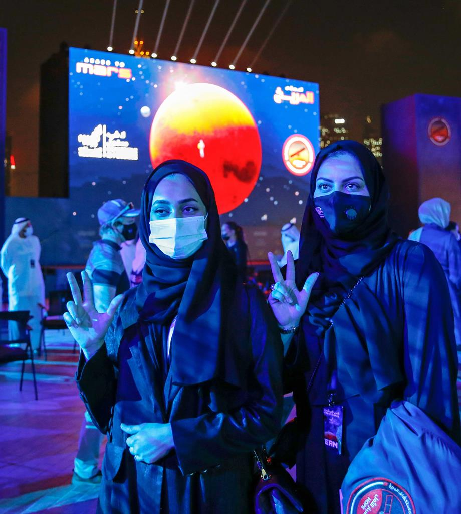 Emirados Árabes Unidos festejam entrada de sonda na órbita de Marte. Foto: Ali Haider/EPA