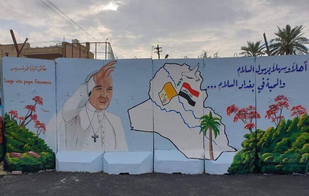 Mural no muro de proteção da catedral siríaca católica de Bagdad, em antecipação da visita do Papa Francisco ao Iraque. Foto: Twitter