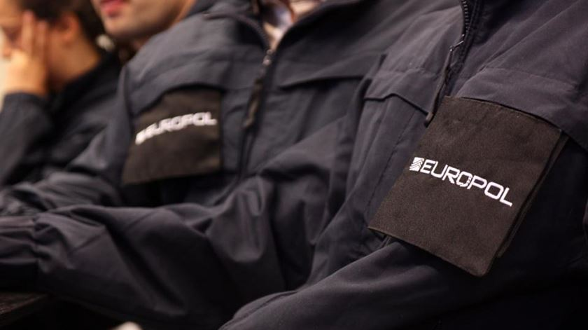 Durante a operação foram apreendidos mais de 700 mil euros. Foto: Europol