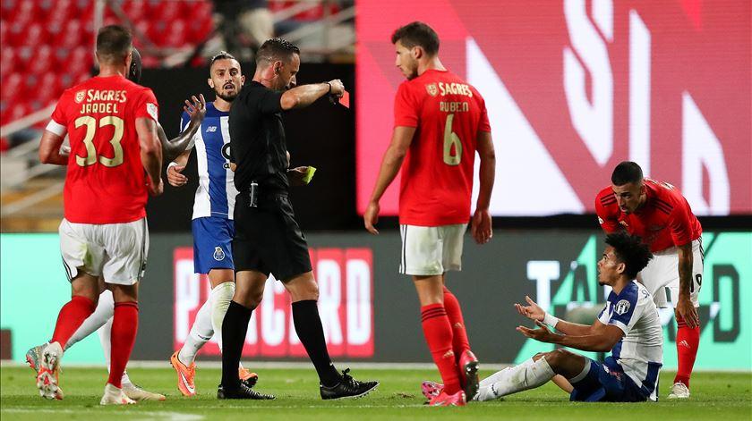 Luis Díaz recebeu ordem de expulsão depois de ver o segundo amarelo. Foto: José Coelho/Lusa