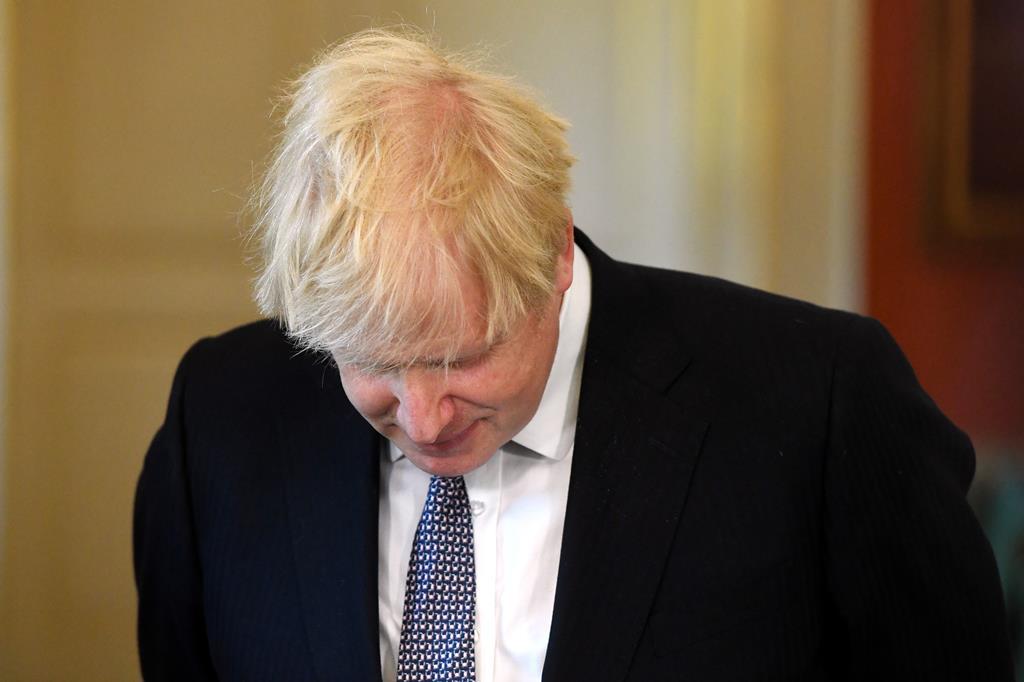 Boris Johnson quer acelerar o programa de vacinação e estudar melhor a variante Delta. Foto: Facundo Arrizabalaga/EPA