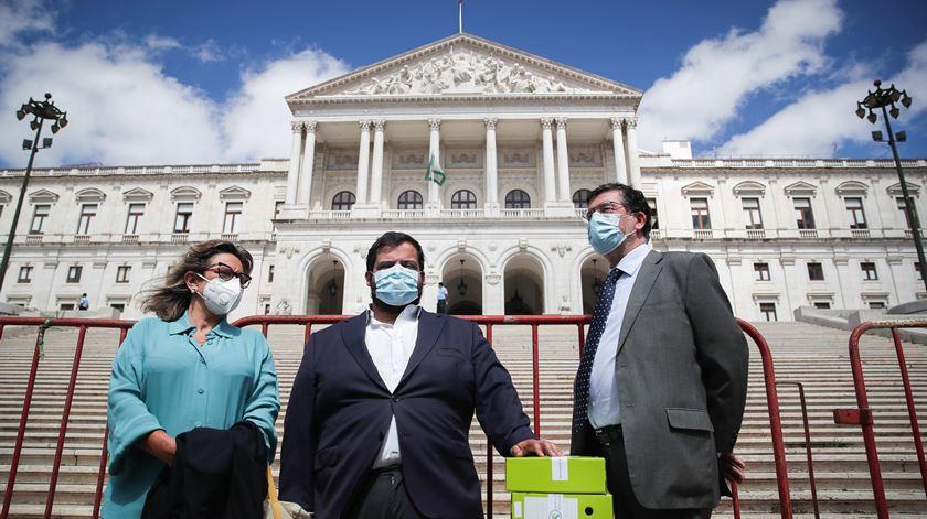 Federação pela Vida entregou assinaturas a pedir um referendo sobre a despenalização da morte por eutanásia. Foto: Mário Cruz/Lusa