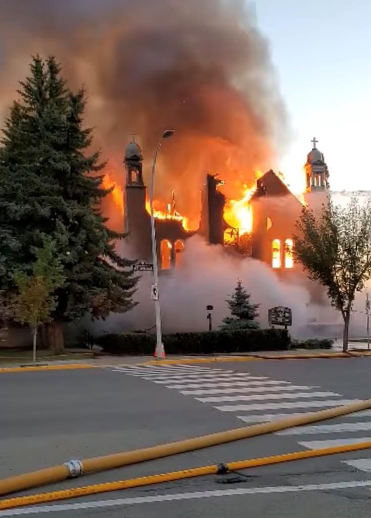 Igreja Católica de Morinville destruída pelo fogo no Canadá. Foto: Diane Burrel/Reuters