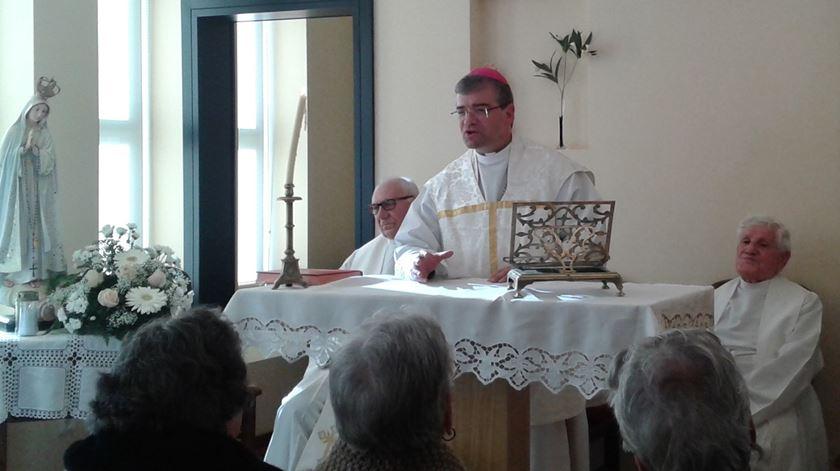 Dom José Cordeiro celebra missa. Foto: Diocese de Bragança-Miranda