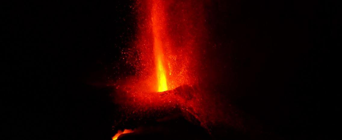 Novo colapso no vulcão Cumbre Vieja causa sismo de 4,9 em La Palma