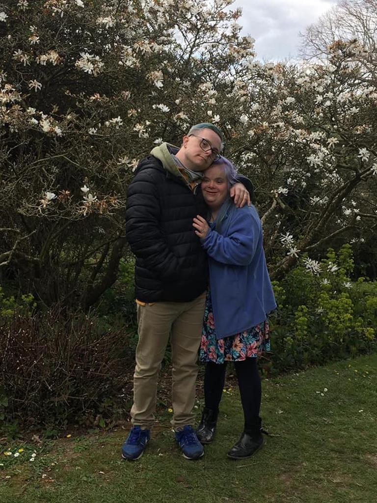 Heidi Crowter e o seu marido James. Foto: Heidi Crowter/Facebook