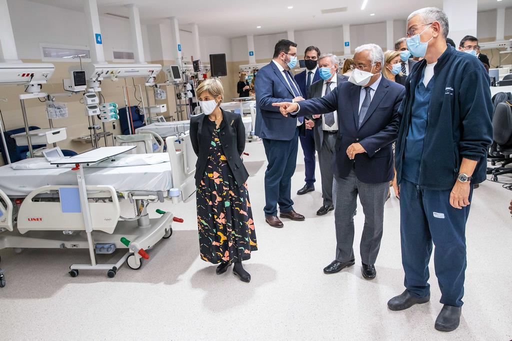António Costa e Marta Temido na inauguração da nova Unidade de Cuidados Intensivos do hospital Amadora-Sintra. Foto: José Sena Goulão/Lusa
