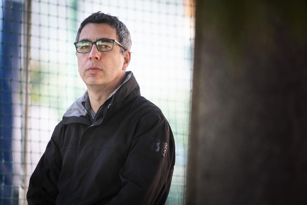 """Humberto Martins, antropólogo e professor universitário, lançou no ano passado a ideia do blogue """"Confinaria – Etnografias em Tempos de Pandemia"""".  Foto: Joana Bourgard/RR"""