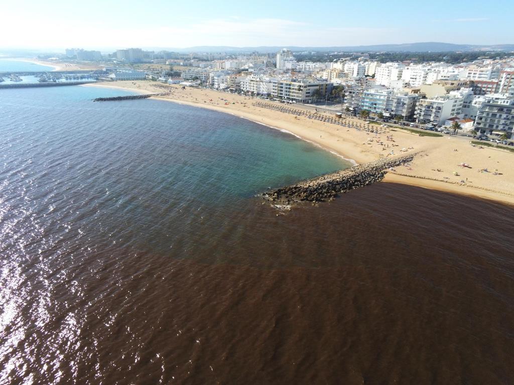 Poluição microalgas nas praias de Quarteira Algarve Foto arquivo: Tiago Duro