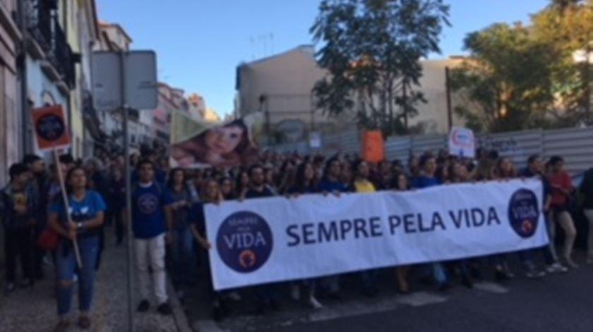 Milhares caminharam pela vida em Lisboa, Aveiro e Porto. Foto: Ana Carrilho/RR