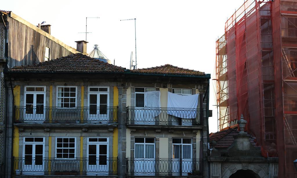 A atividade imobiliária é a que no conjunto dos três últimos anos mais dificuldade tem tido em atrair candidatos às vagas que o IEFP abre. Foto:Sara Ferreira
