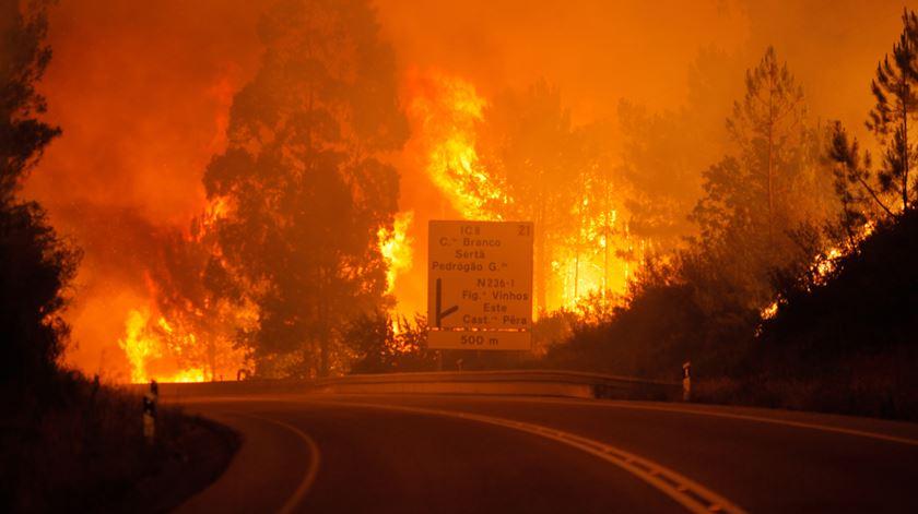 O fogo que deflagrou no concelho de Pedrógão Grande, no distrito de Leiria, é já o que mais vítimas mortais provocou nos últimos anos em Portugal
