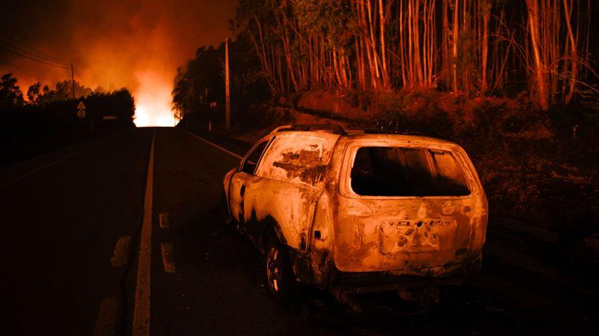 Em alguns casos, famílias inteiras morreram carbonizadas dentro dos veículos