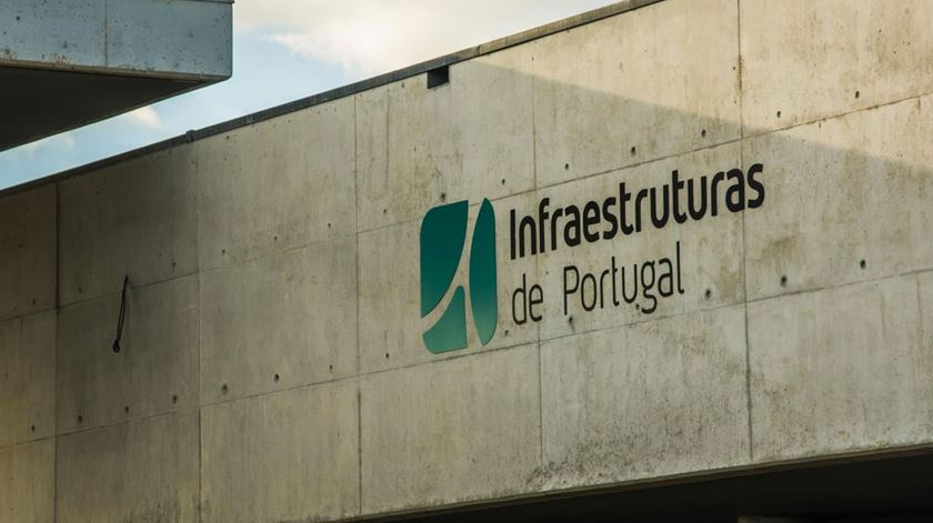 Trabalhadores da Infraestruturas de Portugal entram em greve parcial esta quarta-feira