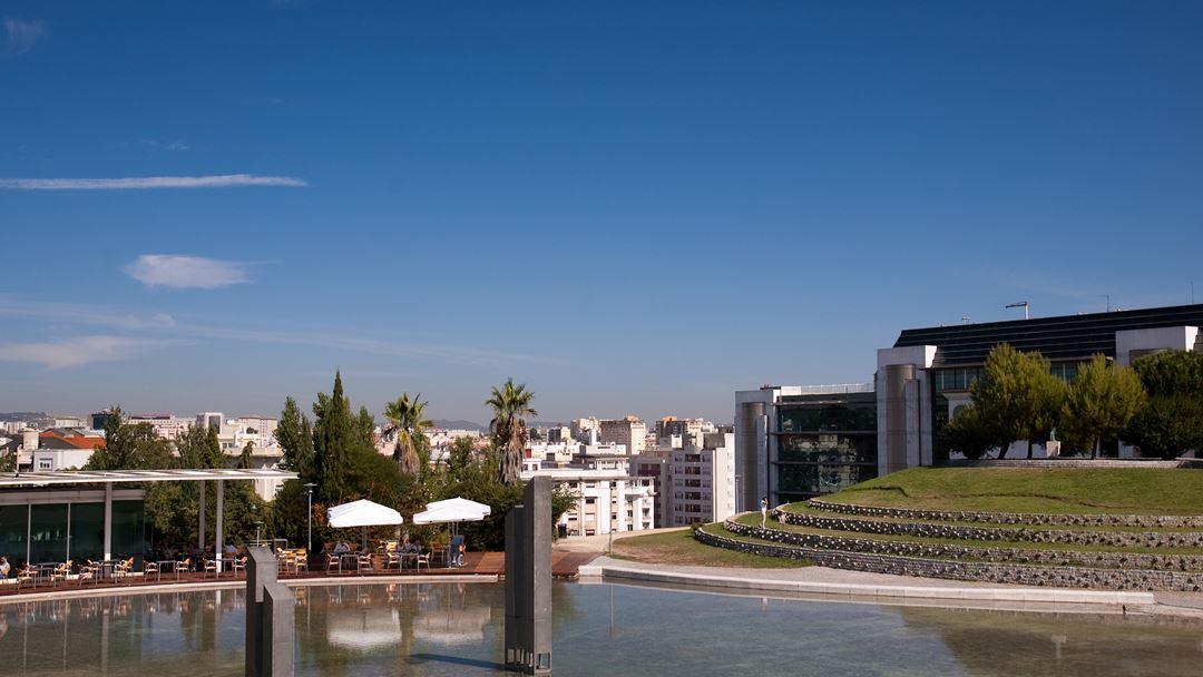 Originalmente chamado Alto do Parque, este jardim foi projetado em1997 pelo arquiteto Gonçalo Ribeiro Telles. Foto: Wikimedia