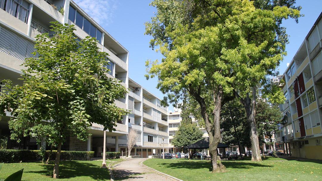 O Bairro das Estacas, construído no início da década de 1950, rompeu com o modelo tradicional vigente no Estado Novo e tornou-se uma referência da arquitetura.  Foto: Wikimedia