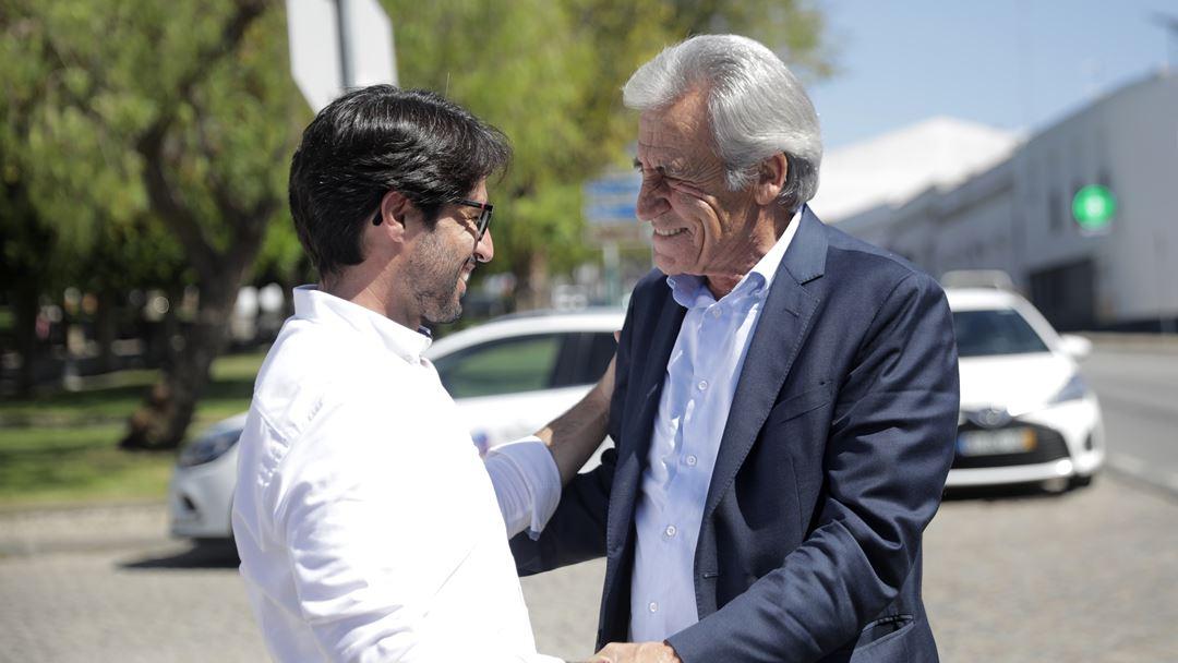 Jerónimo de Sousa com o autarca da VIdigueira. Foto: Inês Rocha/RR
