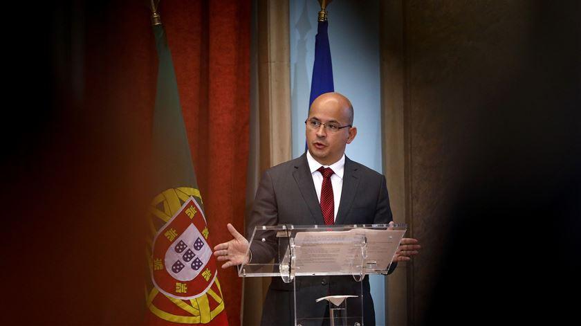 João Leão explicou esta noite aos deputados do PS o diploma apresentado pelo Governo para o OE 2021. Foto: António Pedro Santos/Lusa