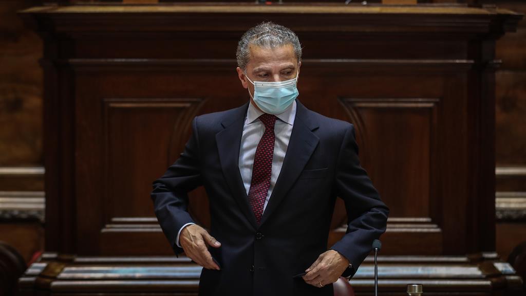 """""""Cada um dos ativos do Novo Banco poderia ser objeto de uma só auditoria"""", diz José Tavares. Foto: Mário Cruz/Lusa"""
