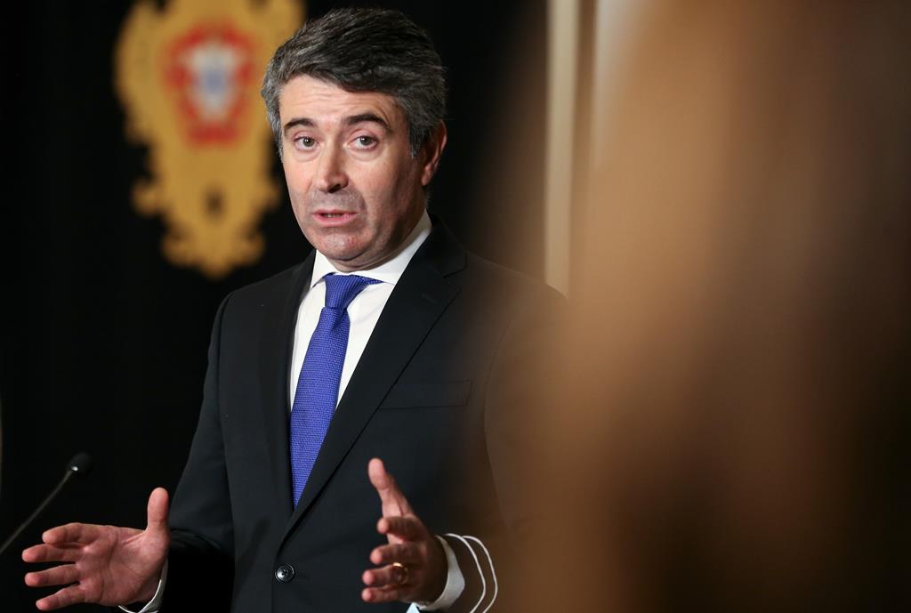 """José Luís Carneiro diz que """"PS está aberto"""" a propostas de alteração do OE. Foto: Manuel de Almeida/Lusa"""