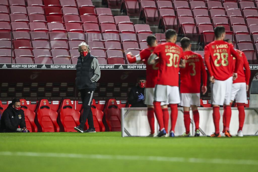 Jorge Jesus pede carinho para os jogadores do Benfica. Foto: José Sena Goulão/Lusa