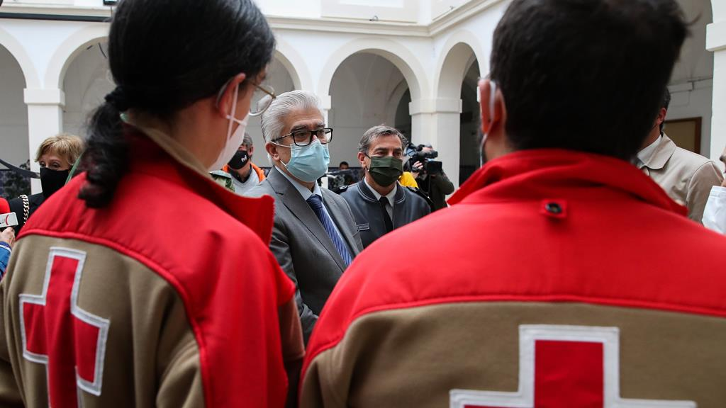 António Lacerda Sales na visita à nova unidade do hospital de Coimbra para doentes Covid. Foto: Paulo Novais/Lusa