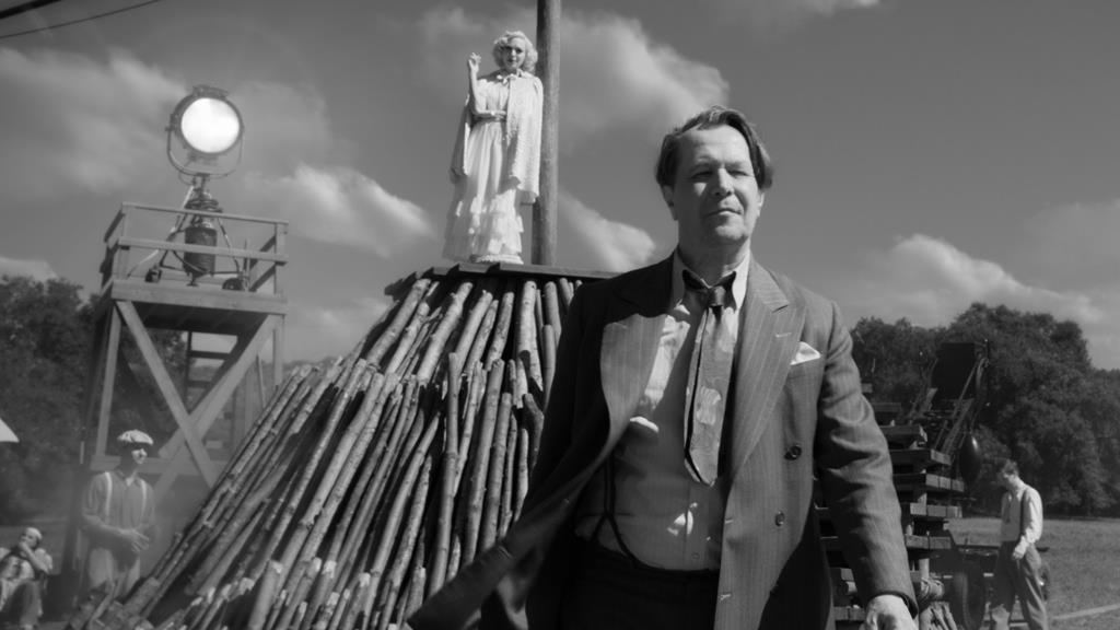 """Gary Oldman, em """"Mank"""", líder de nomeações para os Óscares 2021. Foto: DR"""