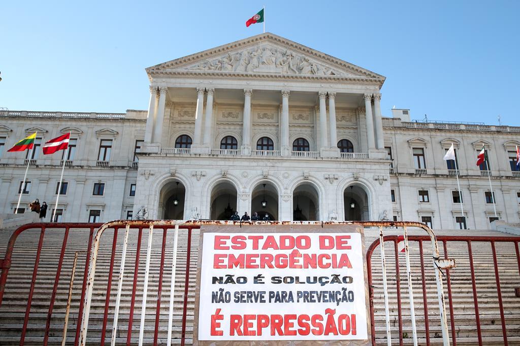 """Manifestação do movimento """"Defender Portugal"""" contra o confinamento, em janeiro de 2021. Foto: Manuel de Almeida/Lusa"""
