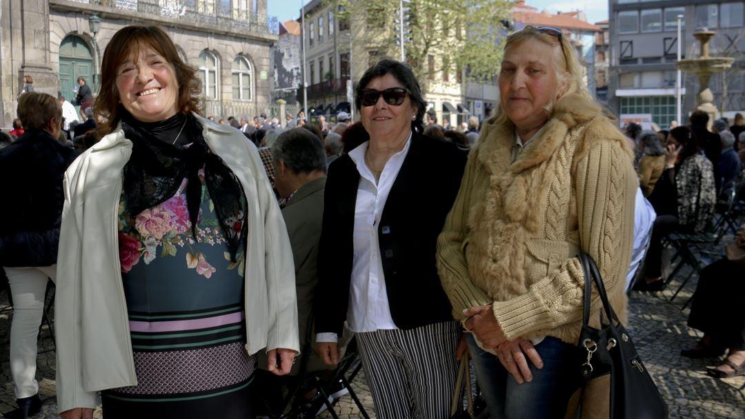 Maria de Fátima, à esquerda, assistiu à cerimónia na companhia de duas amigas. Foto: Marília Freitas/RR