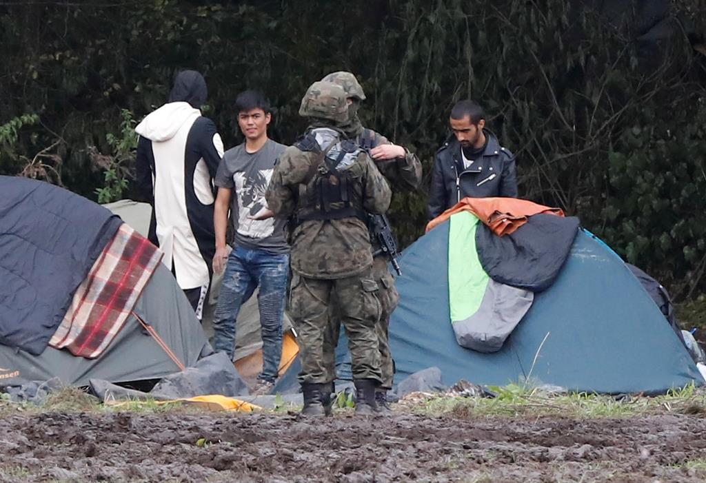 migrantes encalhados na fronteira entre a Polónia e a Bielorrússia. Foto: Kacper Pempel/Reuters