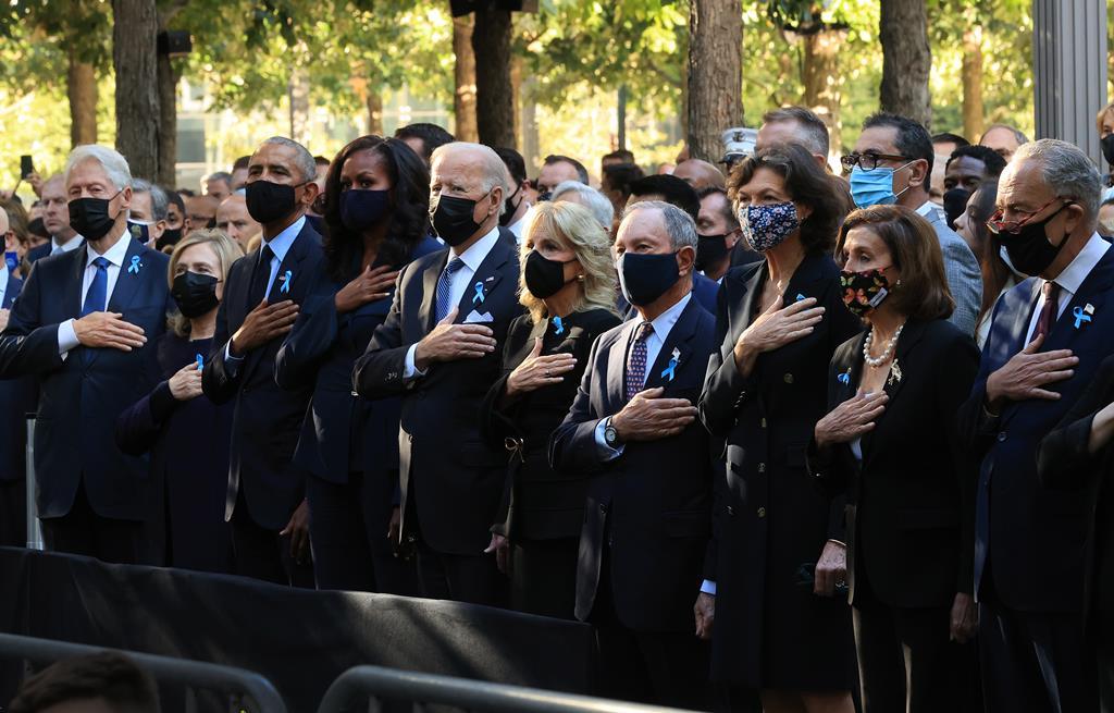 A cerimónia que assinala em Nova Iorque o 20.º aniversário dos ataques de 11 de setembro começou este sábado com um minuto de silêncio no memorial de Manhattan. Foto: Chip Somodevilla/EPA