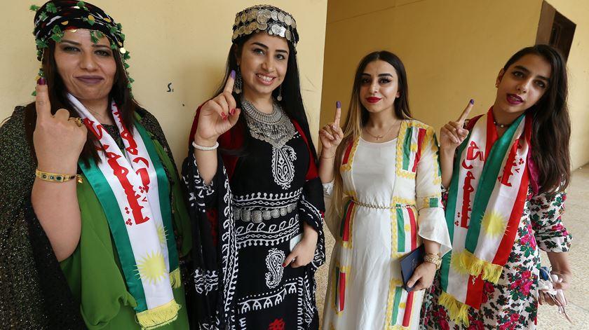 Mulheres curdas votam no referendo no Curdistão Iraquiano. Foto: Mohamed Messara/EPA