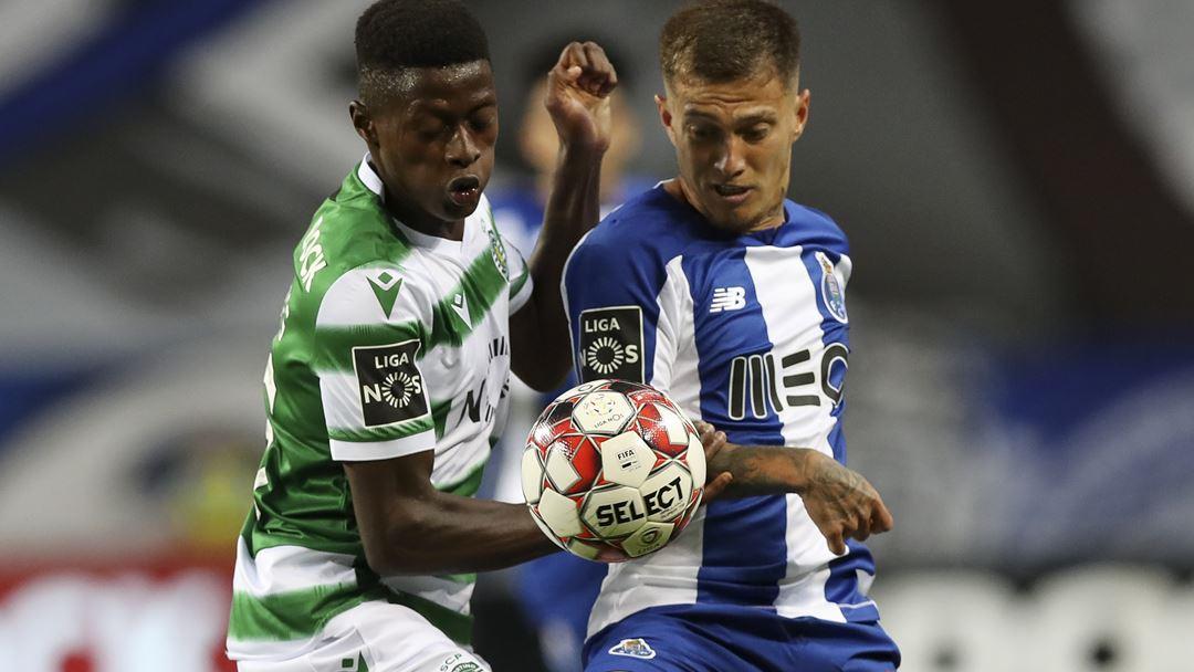 Nuno Mendes e Otávio disputam a bola no jogo do título para o FC Porto. Foto: José Coelho/Lusa