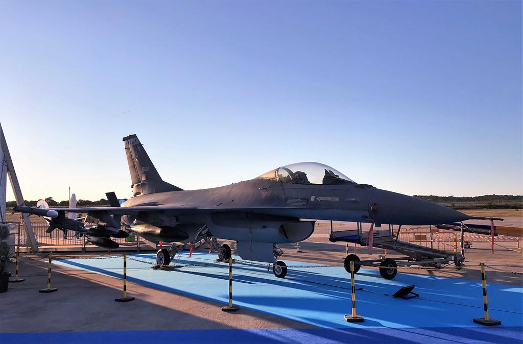 O F-16 da Força Aérea Portuguesa é uma das atrações do Portugal Air Summit. Foto: Rosário Silva/RR
