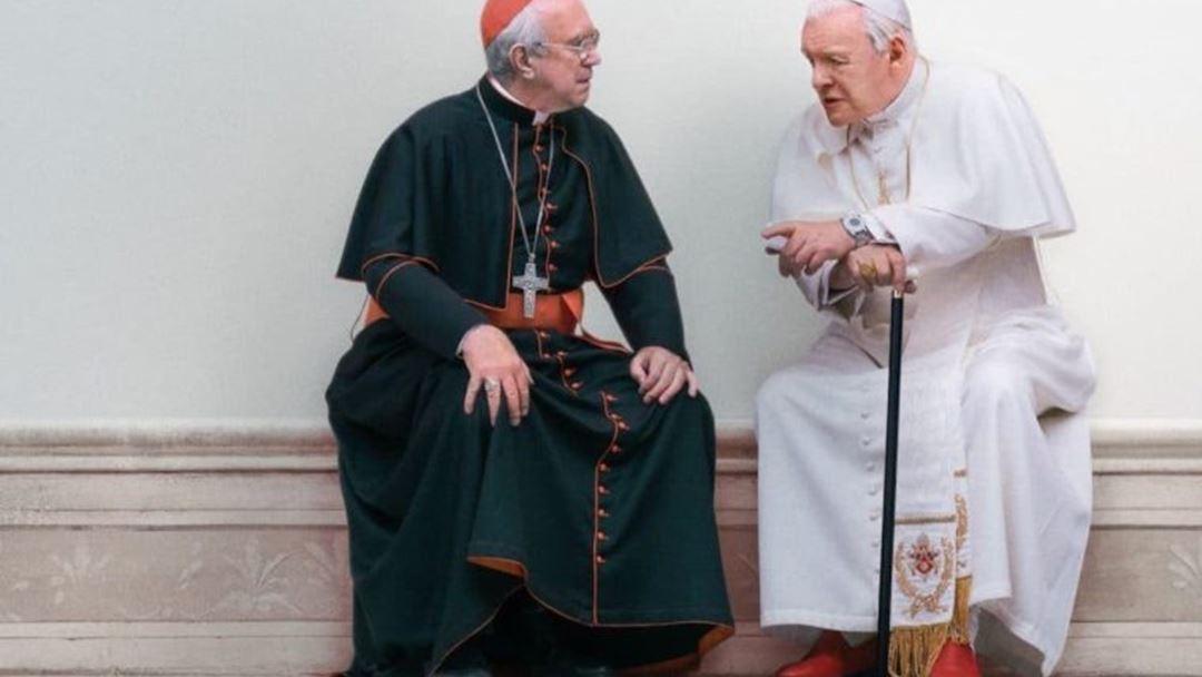No filme, Bento XVI diz a Bergoglio que planeia resignar. Foto: Netflix