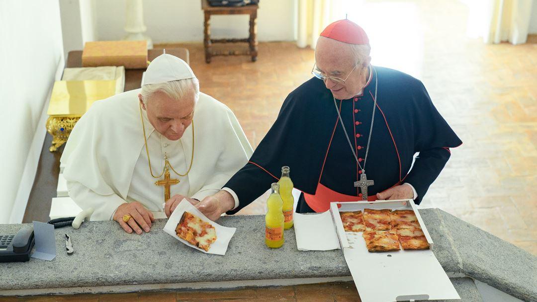 No filme, os dois Papas partilham pizza na sala contígua à Capela Sistina