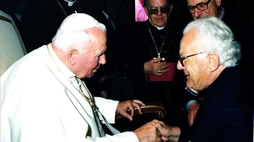 Padre Dâmaso com João Paulo II. Foto: DR