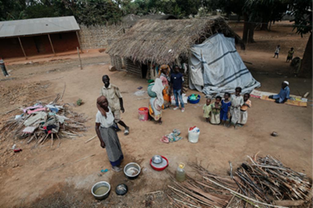 """A casa dos sogros (Ancuabe, Cabo Delgado) Foi uma luta desigual, de braços contra catanas, mas não conseguiram roubar a minha mulher. Chegámos com os nossos filhos a casa dos meus sogros e """"Graças a Deus estamos bem, porque estamos vivos!"""""""