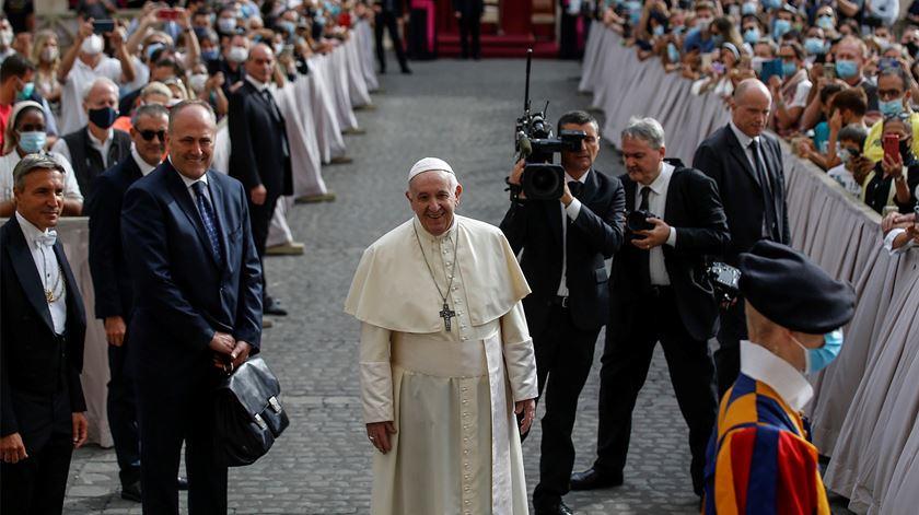 Papa feliz no regresso às audiências presenciais. Foto: Fabio Frustaci/EPA