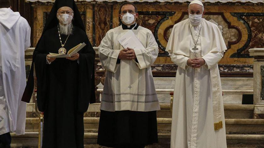 Papa Francisco e o Patriarca Bartolomeu de Constantinopla no encontro pela paz em Roma, 2020. Foto: Fabio Frustaci/EPA