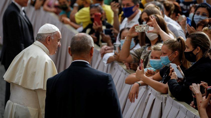 Francisco falou com os fiéis no pátio apostólico. Foto: Fabio Frustaci/EPA