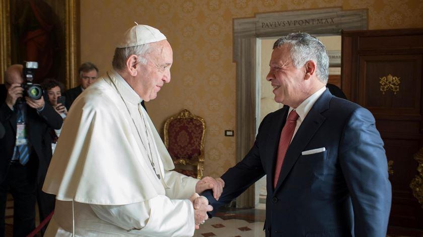 Papa Francisco com o Rei da Jordânia. Foto: L